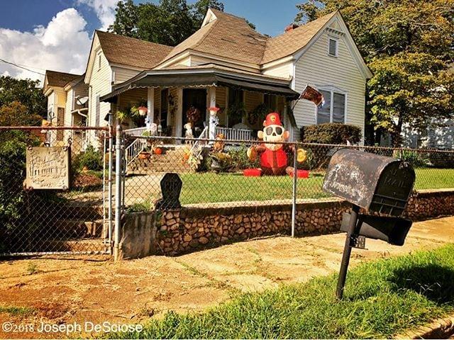 Halloween decorations #smalltown #halloween #decorations #frontyard #mailbox